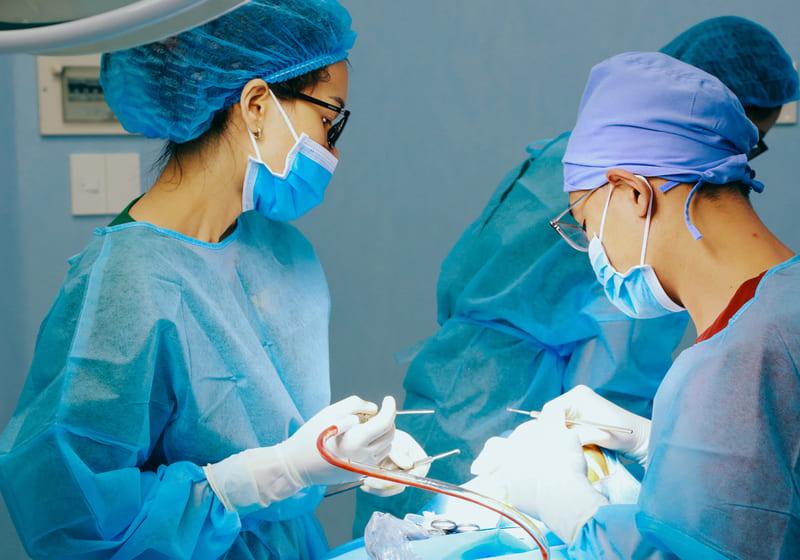 ekip phẫu thuật nâng mũi